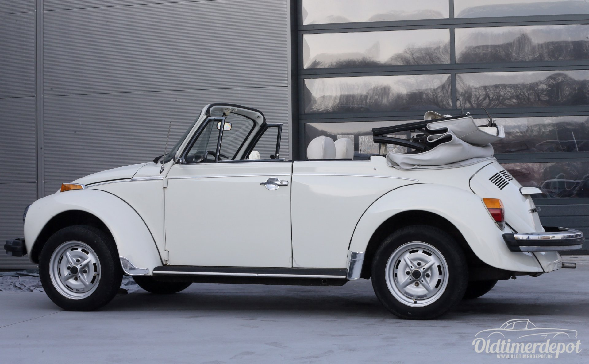 oldtimerdepot reutlingen vw k fer cabrio wei. Black Bedroom Furniture Sets. Home Design Ideas